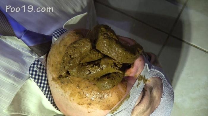 MilanaSmelly (FullHD 1080p) Accelerated eating of shit [mp4 / 1.04 GB /  2019]