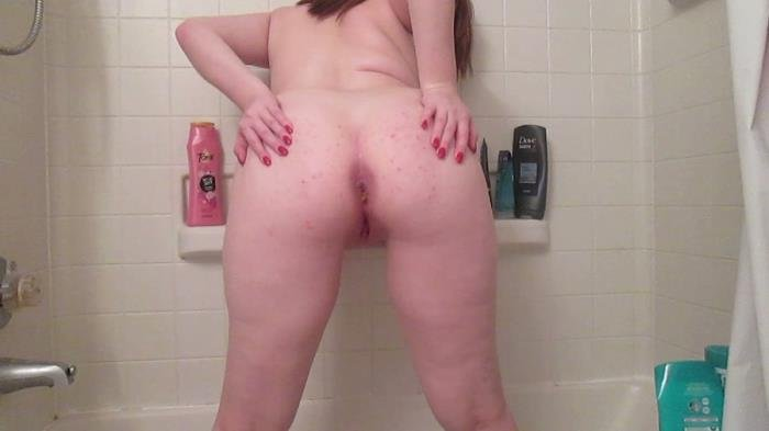SexyScatForYou (HD 720p) Poop and pee in the tub [mov / 733 MB /  2020]